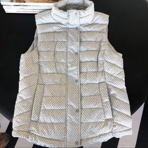 NWT Gap white and gray quilted puffer vest